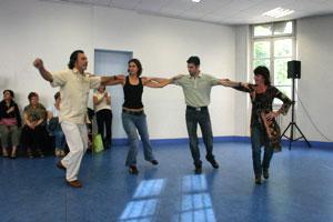 Initiation aux danses grecques à AMAL
