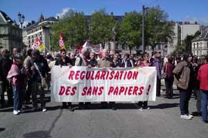 Les sans-papiers à la manif du premier mai à Grenoble