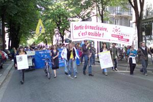 Manifestation appelée par le reseau Sortir du Nucléaire à Grenoble le 16 avril 2011